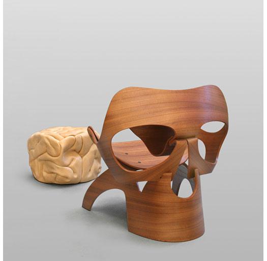 Sedersi in un teschio