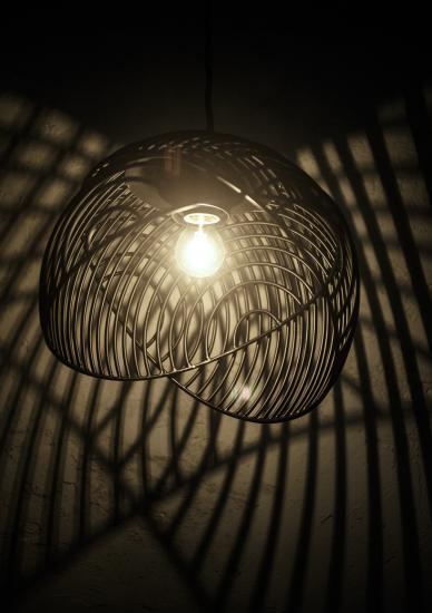 Lampada Dana di Luis Arrivillaga